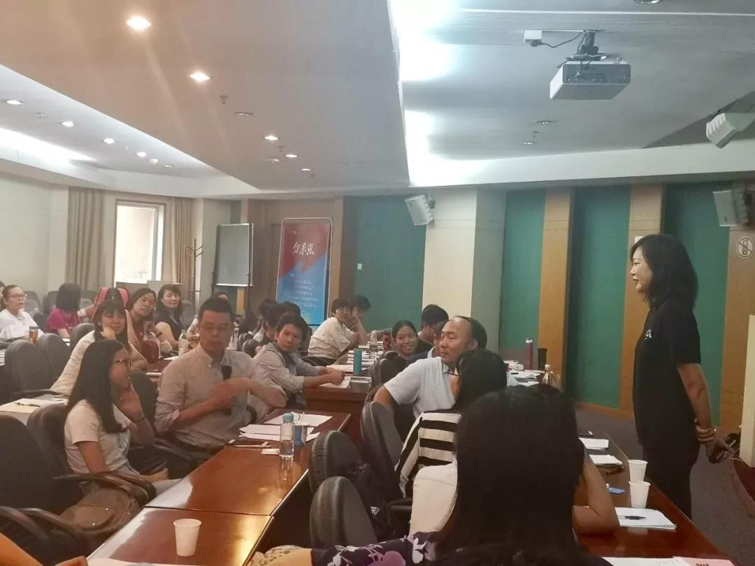 红树林心理联合省医心身医学科举办医护人员心理培训